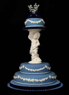 Wedgewood Cake in blue and white