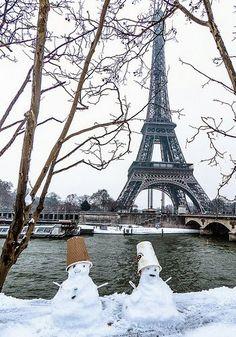 Snowing in Paris - January 20, 2013