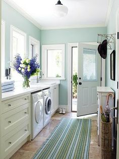 Would LOVE a laundry room like this!