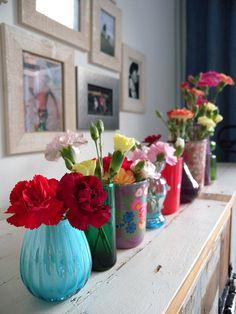 Oh how I LOVE pretty flowers on mantel shelves...