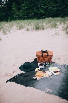 a picnic afternoon - beach lunch