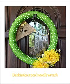 Pool noodle wreath noodl idea, pool noodles, craft, front door wreaths, pool noodle wreaths, noodl wreath, spring wreaths, pool decoration ideas, ribbon wreaths