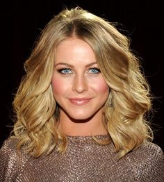 If you've got an oblong face shape, you need to be all over these expert tips on how to use optics to look amazing. Get the look with one of these medium length hairstyles! Jillian Hough