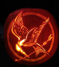 Mockingjay  pattern from Stoneykins.com Carved by WynterSolstice on a real pumpkin