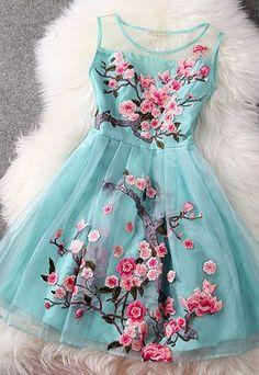 Vivien of Holloway - 50s Retro embroidered dress