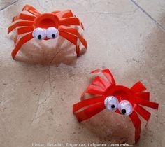 PINTAR, RETALLAR, ENGANXAR, i algunes coses més…: ARANYES AMB ENVASOS DE IOGURT --- spiders made bay iogurt plastic