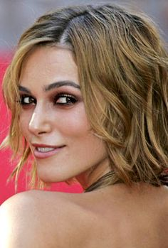 This season has a ton of low maintenance and super cute messy short hairstyles to choose from.  Keira Knightley Short blonde wavy bob hairstyle