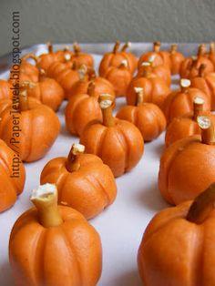 Easy Halloween Treat: Peanut Butter Pumpkins