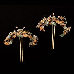 China | A Pair of Gold Hairpieces | Qing Dynasty, 18th Century