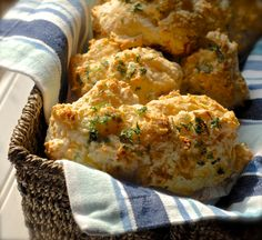 {Just Like Red Lobster's} Cheddar Bay Biscuits