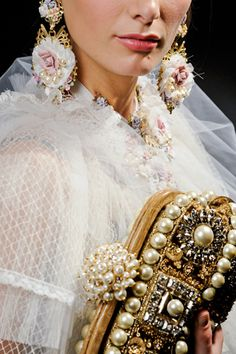 Dolce & Gabbana, pearl details