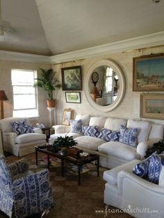 White sofas with blue accents - Amanda Lindroth in Lyford Cay