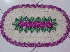 Tapete Oval de Crochê com Flores