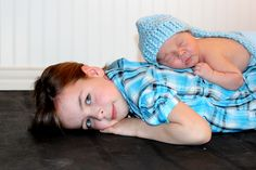 newborn brother with sister {sibling love}