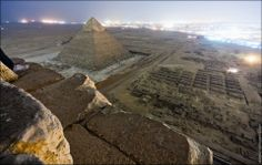 Russians illegally climb Egyptian pyramids and take photos from the top