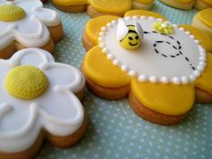 flower cookies, icing recipes, decorated sugar cookies, bumble bees, biscuit, honey bees, cookie recipes, parti, bee party
