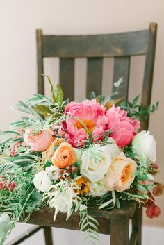 Linsay Rudd's (ABJ ' 08) beautiful wedding flowers were designed by Colonial House of Flowers, which is owned and operated by UGA grad Christy Hulsey (ABJ '98).