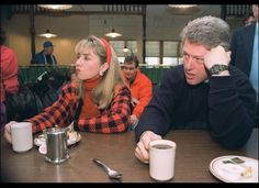 Clintons  coffee on the campaign trail.