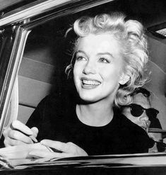 Marilyn in the car