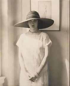 Frances Howard, Bendel Hat, for Vogue by Edward Steichen 1924