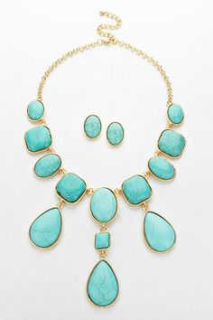 Stunning Turquoise Necklace and Earrings