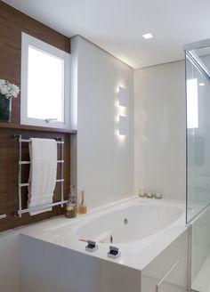 Ambientes aconchegantes com integração da área social. Veja: http://www.casadevalentina.com.br/projetos/detalhes/ampliando-a-convivencia-602 #decor #decoracao #interior #design #casa #home #house #idea #ideia #detalhes #details #style #estilo #cozy #aconchego #conforto #casadevalentina #bathroom #banheiro #lavabo