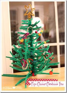 Pipe Cleaner Christmas Tree - a fun Christmas craft!