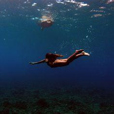 Swimming with sea tu