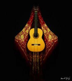 Guitarra y Mantón de Manila by pablocasta, via Flickr