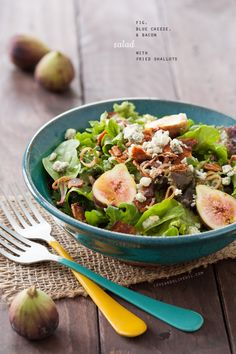 Fig, Blue Cheese, and Bacon Salad with Fried Shallots | loveandoliveoil.com