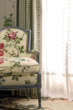 decor, vintag retro, chair fabric, floral print, painted chairs