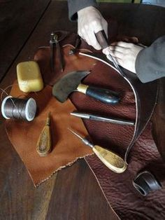 MATERIALS: LEATHER. cuir et maroquinerie