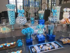 Very Elegant candy bar! Would be great for a wedding!