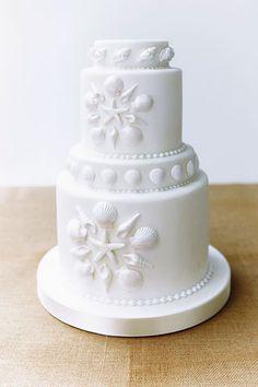 Seaside-inspired DIY decorations Sugar Shell Cake (BridesMagazine.co.uk)