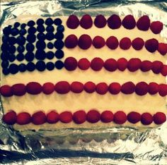 4th of July flag cake {vanilla cake made with buttercream frosting, raspberries and blueberries}