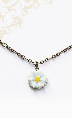 Hippie Chic Daisy Necklace. Bohemian Style Jewelry