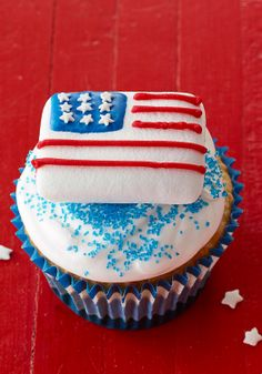 Star-Spangled STACKERMALLOW Treats — Topped with marshmallows decorated like the US flag, these cupcakes are the perfect way to celebrate patriotic holidays or any day, really.
