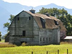 I love exploring old barns, this one is awesome..