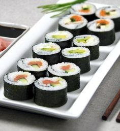 I really really really want to learn to make sushi!! Sushi Recipes.. Awesome Website with Tips, Tricks, Recipes and Packed with Good Information!
