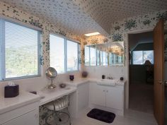 Team Drew: Our Bathroom, Before - Brother Vs. Brother Season 2: Photo Highlights From Episode 4 on HGTV