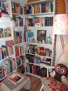 Reading nook with owls