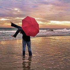 red umbrella beaches, umbrellas, wedding pics, engagement photos, romances, wallpapers, red umbrella, romantic photography, photographi