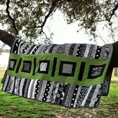 Love the green and black! white quilt, nice quilt, color combos, awesom quilt, quilt mom, lime, triangl