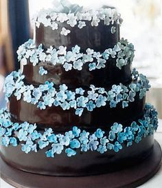Maybe a single tier (two or three layers) w/purple hydrangea for groom's cake. white flower, blue blossom, blue cakes, cake coutur, brown, hydrangea, groom cake, blue weddings, green flowers