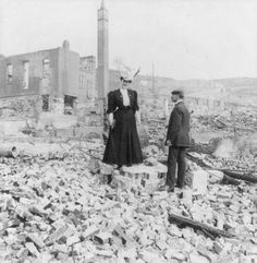 San Francisco 1906, Woman and Man in the Rubble