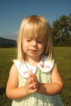 There is nothing more precious then a child when they are praying! Are you looking for Christian gifts and easy ways to teach child about Jesus...