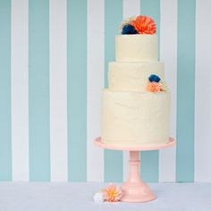 Love this - easy to make flowers - crepe-paper-flower-cake