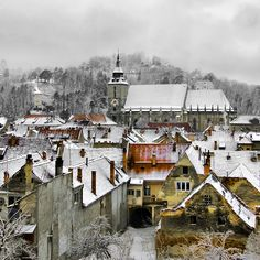 castl, travel photos, snow, winter wonderland, travel tips, romania, rooftop, places, brasov