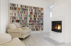 I like this minimalist room. That bookshelf is to die for!