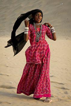 Girl in the Thar desert - Sam, Rajasthan, INDIA  Steven Goethals, via Flickr